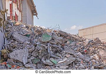 瓦礫, 山