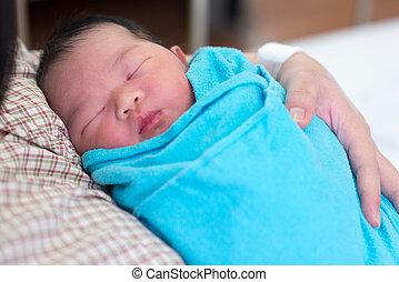 生まれたての赤ん坊, 女の子, 母