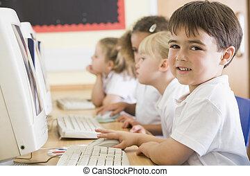 生徒, クラスで, コンピュータにおいて, ターミナル, (depth, の, field)