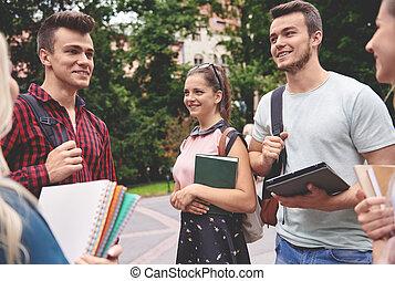 生徒, ミーティング, グループ, 屋外で