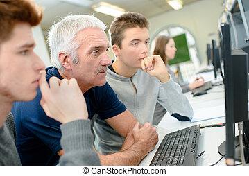 生徒, 中に, a, コンピュータクラス