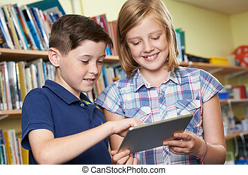 生徒, 使うこと, デジタルタブレット, 中に, 学校図書館