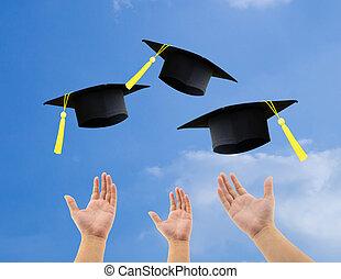生徒, 投げる, 卒業, 帽子, 空中に, 祝う, 上に, 空, 背景
