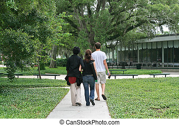 生徒, 歩くこと, 横切って, キャンパス