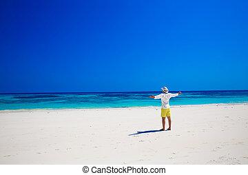 生活, 彼の, success., enjoyment., 自由, nature., 腕, 無料で, トロピカル, seashore., 浜。, 人, 手, 楽しむ, 開いた, ∥あるいは∥, 上げること, 幸せ