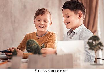 生物学, プロセス, 勉強, 2人の少年たちが笑う