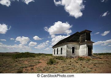 田園, 教会, 捨てられた