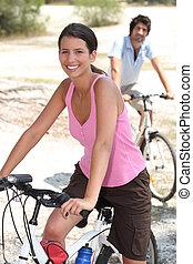 田舎, 乗馬, 恋人, によって, bicycles