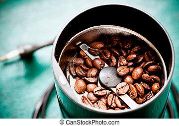 电, coffee-mill, 机器, 带, 烤, 咖啡豆, 在上, the, 绿色, 桌面, 带, 顶端, 覆盖,...