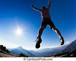 男のジャンプ, 中に, ∥, 日光, に対して, 青い空