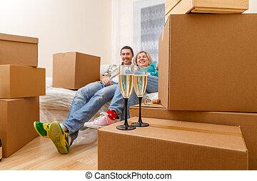 男の女性, モデル, 写真, 2, 箱, ボール紙, ソファー, ワイン ガラス