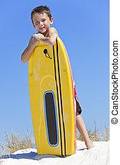 男の子の 子供, 浜, サーフボード, 若い