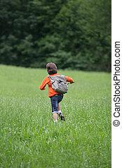男の子ランニング, 草, によって