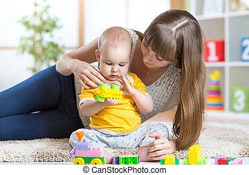 男の子, おもちゃ, 一緒に, 母, 赤ん坊, 遊び