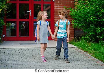 男の子, そして, 行きなさい, へ, 学校, 持つこと, 加入された, hands.