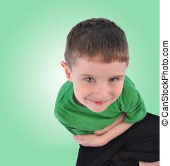 男の子, の上, 見る, 緑の背景, 幸せ