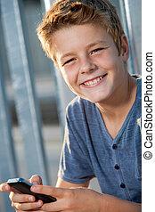 男の子, の上, 電話, 終わり, 肖像画, outdoors.