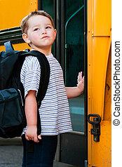 男の子, の前, スクールバス