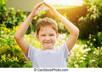 男の子, わずかしか, プロ, 屋根, 手, 形態, 保有物, ∥象徴する∥, あなたの