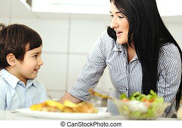 男の子, わずかしか, 台所, 母