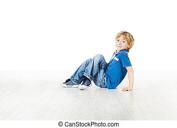 男の子, わずかしか, 床, 坐ること, カメラ, 微笑, 見る