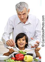 男の子, わずかしか, 料理, 一緒に, 祖父, 台所