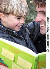 男の子, わずかしか, 本, 屋外で, 読書, 人