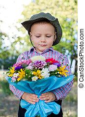 男の子, わずかしか, 花, 束