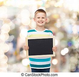 男の子, わずかしか, 黒, 黒板, 保有物, ブランク, 微笑