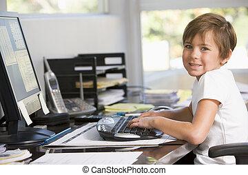 男の子, オフィス, 若い, コンピュータ, 家, 微笑