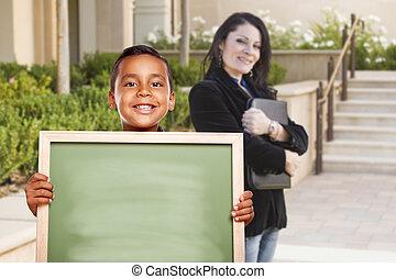 男の子, キャンパス, チョーク, の後ろ, 板, 保有物, ブランク, 教師