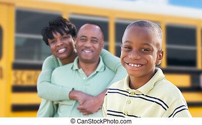 男の子, スクールバス, 得意である, 若い, アメリカ人, 親, アフリカ