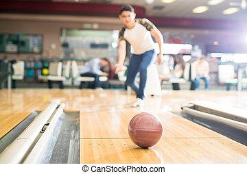 男の子, ティーンエージャーの, ボール, ブラウン, クラブ, フォーカス, ボウリング