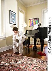 男の子, ティーンエージャーの, モデル, ベンチ, 深刻, ピアノ
