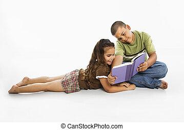男の子, ヒスパニック, 本, 一緒に。, 女の子の読書