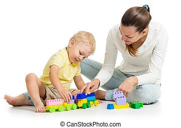 男の子, プレーしなさい, 彼の, 母, 一緒に, セット, 子供, おもちゃ, 建設