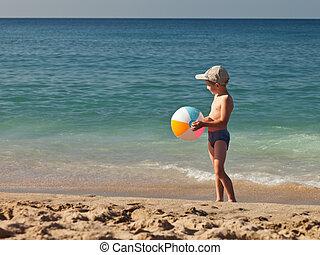 男の子, ボール, 保有物, 砂の 海, 子供, 浜