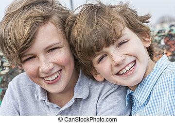 男の子, 兄弟, 一緒に, 微笑, 子供, 幸せ