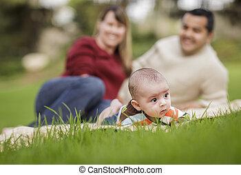 男の子, 公園, 混合された 競争, 親, 赤ん坊, 遊び, 幸せ