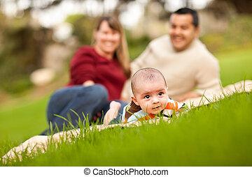 男の子, 公園, 赤ん坊, レース, 親, 混ぜられた, 遊び, 幸せ