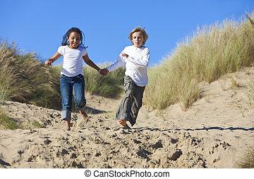 男の子, &, 動くこと, レース, ブロンド, 混ぜられた, 女の子, 浜