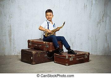 男の子, 古い, 座りなさい, 6, 年, サクソフォーン, レトロ, スーツケース