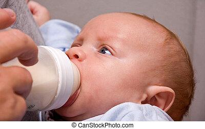 男の子, 古い, 月, 2, びん, 赤ん坊, 飲むこと