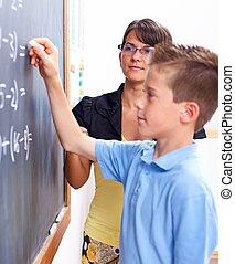 男の子, 執筆, 上に, 黒板, の前, 教師