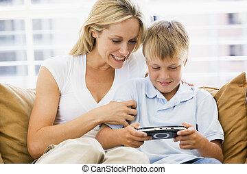男の子, 女, 部屋, 暮らし, 若い, ハンドヘルド, ゲーム, ビデオ, 微笑