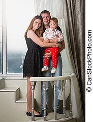 男の子, 家族, 大きい, 若い, 窓, ポーズを取る, 赤ん坊, 幸せ