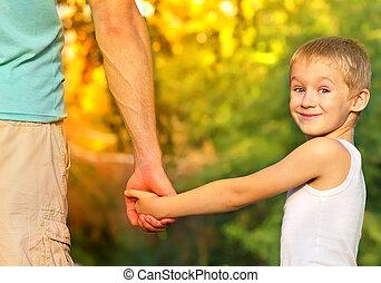 男の子, 屋外, 家族, 関係, 夏, 子供, 父, 息子, 概念, 親, 背景, 保有物, 人, 手, 子供, 自然, 幸せ