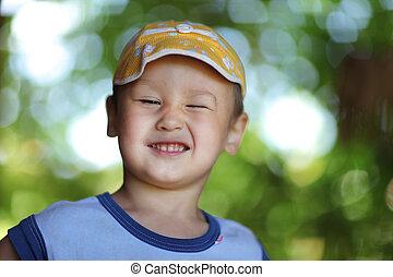 男の子, 幸せに微笑する, 帽子, 屋外で