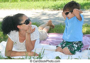 男の子, 彼の, 公園, 若い, 母, 楽しむ