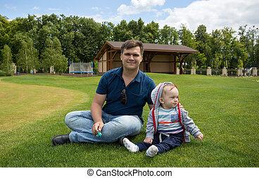 男の子, 彼の, 古い, 弛緩, 父, 月, 公園, 若い, 9, 赤ん坊, 草